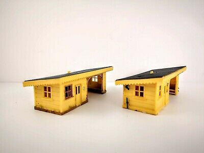 OO Gauge Pair Of Station Shelters • 24.61€