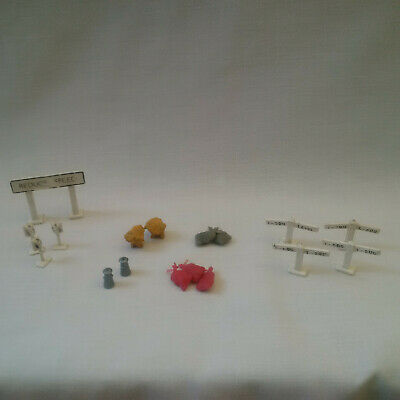 Vintage Model Railway – Selection Of Signs And Farm Scene Items • 5.53€