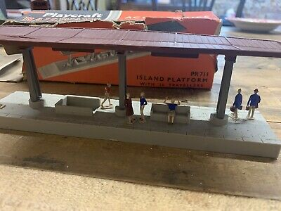 Playcraft Railways PR711 Island Platform With Travellers & Box • 7.88€