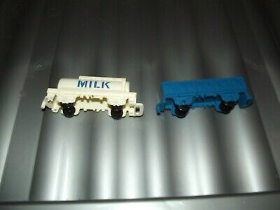 2 Plastic Train Carts ( Tidmouth Milk And Blue Cart) • 1.12€