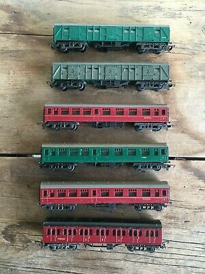 6x TRIANG TT GAUGE 4x CARRIAGES AND 2x CATTLE WAGONS UNBOXED • 14.45€