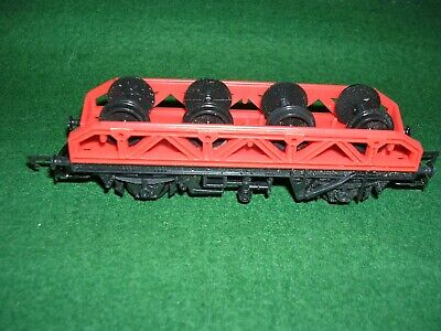 A Hornby R131 Flat Wagon With Wheel Load.. • 11.19€