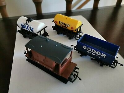 Hornby 00 Thomas And Friends Sodor Trucks X4! • 23.72€
