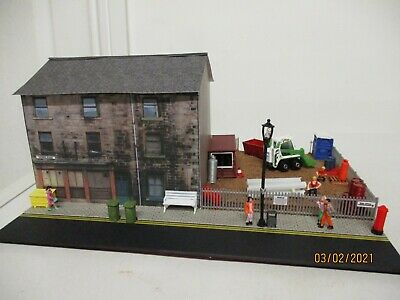 Model Railway Diorama Of Town House With Building Site 00 Gauge • 25.42€