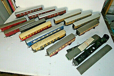 Collection Of Carriages / Coaches X 14 Various Makes  00 Gauge • 16.88€