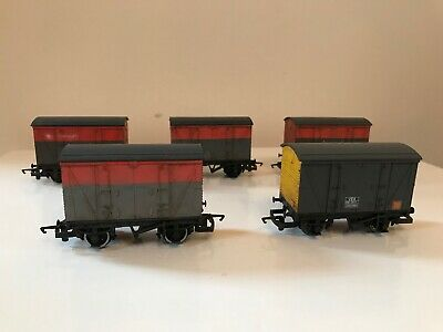 5 X Hornby V.e.a Vans - Professionally Weathered • 39.54€