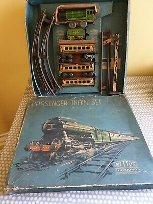 Mettoy Passenger Train Set. In Good Working Condition.  • 99.43€