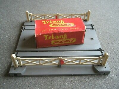 Triang 'oo' Gauge R170 Level Crossing (electrically Operated) With Lever • 10.98€