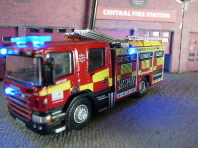 Oxford 1/76 OO Scania Fire Engine With Flashing Lights • 39.54€