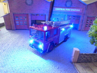 Oxford Diecast Dennis RS With Working Emergency Lights • 39.54€