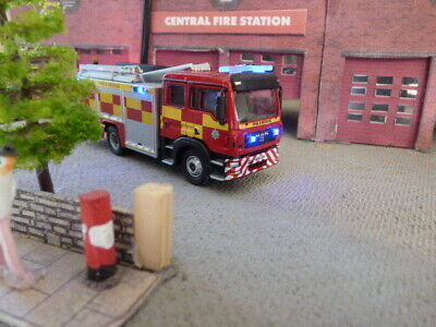 Oxford 1/76 OO MAN Fire Engine With Flashing Lights • 39.54€