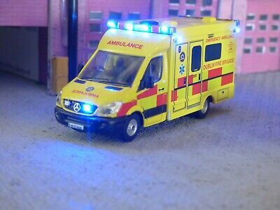 Oxford 1/76 Ambulance Dublin Fire Brigade With Emergency Lights • 49.19€