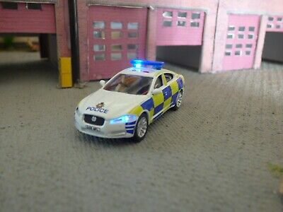 Oxford, Police Jaguar XF Police Car With Flashing Emergency Lights • 38.69€