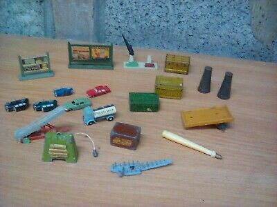 VINTAGE MODEL RAILWAY ASSORTED METAL Cars ,luggage Signs And Accessories 00 /n • 45.19€