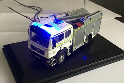 Oxford MAN Fire Engine With Flashing Emergency Lights Lot 8 • 23.20€