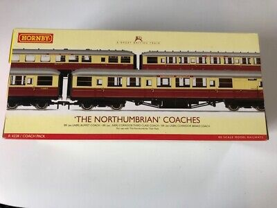 'The Northumbrian Coaches' - A Boxed Set Of Three Hornby 'OO' Gauge Coaches. • 69.75€
