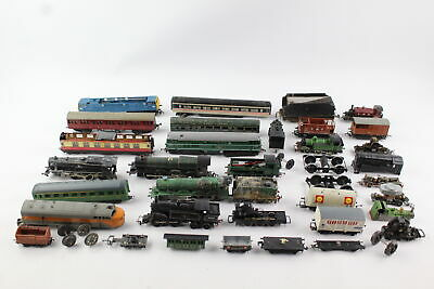 Job Lot Of Vintage TRI-ANG /HORNBY Etc Locos, Carriages & Rolling Stock OO Gauge • 38.25€