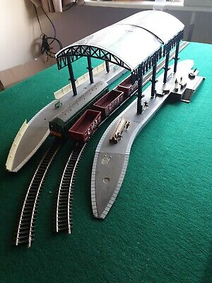 Hornby Station With People And Items  • 11.29€