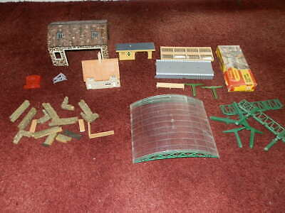 Nice Bundle Of Pre - Used Buildings, Platforms, And Other Items, All Pictured • 6.62€