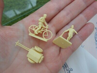 Vintage Bundle TRAINSET FIGURES & CART,bike,bicycle,Train Set ACCESSORIES People • 6.90€