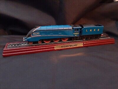 A4 CLASS MALLARD 4468 Train Model On Display Stand. • 20.80€