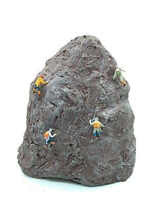 Model Rock Climbers & Model Rock Climbing Rock -PAINTED & FIGURES Included 00 HO • 33.50€