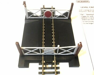 Hornby R645 00 Gauge Level Crossing Single Track With Gates • 21.39€