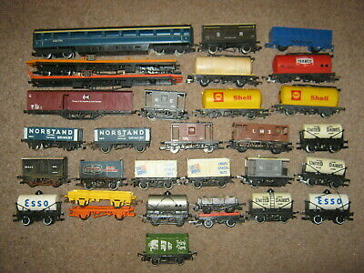 31 Hornby OO Gauge Coaches Vans Wagons & Tankers Joblot For Spares Or Repair • 32.40€