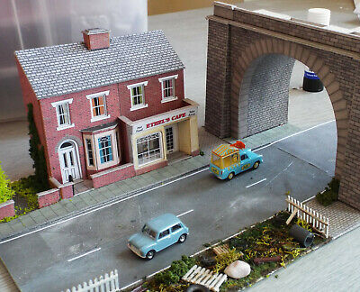 Diorama Town Scene Viaduct & Shop Suitable For Model Railway  • 22.36€