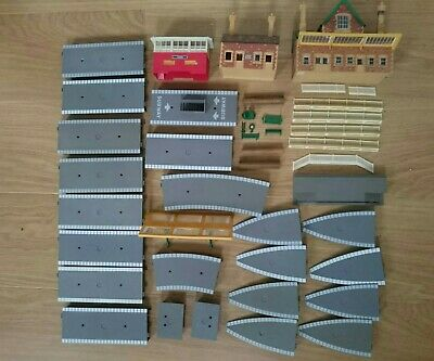 Hornby OO Gauge Job Lot Of Station Platform Pieces,Canopy And Buildings  • 35.84€