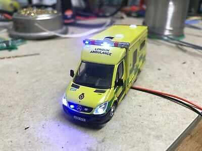 Oxford Diecast London Ambulance With Lights • 60.65€