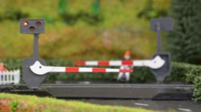 Train-Tech LC10 Level Crossing Barrier Set With Light & Sound (Single) OO Gauge • 28.31€