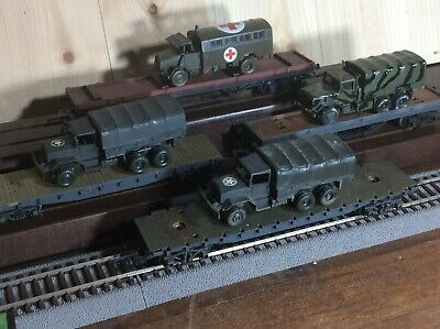 Rake Of Hornby Triang Wagons With Military Load HO/OO • 17.90€