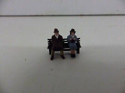 ** New ** 2 People On  A Park / Town  Bench  2   Oo/ho Gauge • 1.79€