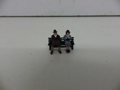 ** New ** 2 People On  A Park / Town  Bench  3   Oo/ho Gauge • 1.79€