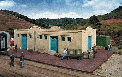 Walthers Cornerstone Series Kit HO Scale Mission-Style Freight House • 70.67€
