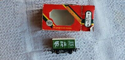 Hornby R216 Prime Pork Closed Van En Boite • 4€
