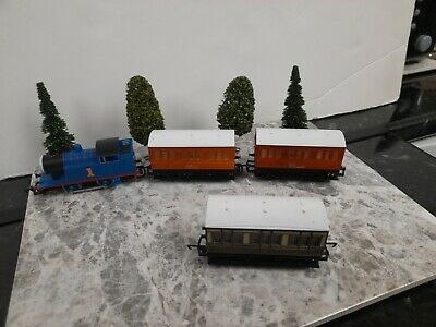 Hornby Thomas The Tank Engine Train And 3 X Carriages • 27.71€