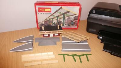 AG154: Hornby OO Gauge R459 Large Station Set • 22.50€