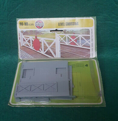 Vintage Airfix HO/OO Scale Level Crossing Kit • 3.37€