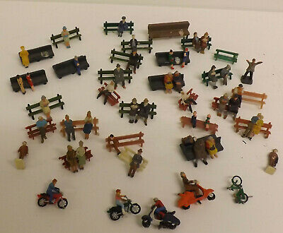 People / Figures Sitting On Benches & Bikes , Scooters • 6.18€