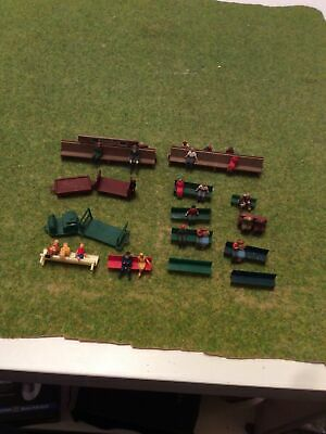 27 Figures In Seated Poses, Some Unusual, 12 Benches, 2 Platform Tugs OO Gauge • 3.37€