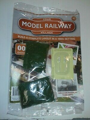 Hachette Your Model Railway Village No.95, 2 Bags Of Scatter And Some Road Signs • 5.62€
