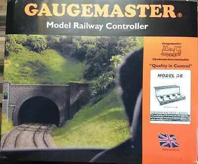 GAUGEMASTER Twin Track Cased Controller W/ Simulation GMC-DS • 139.65€