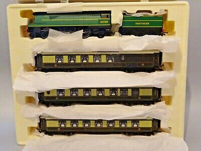 Hornby 'Bournemouth Belle' Train Pack - Collector's Edition With Certificate  • 167.58€