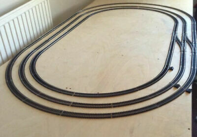 Hornby Triple Oval Of Track With Siding • 84.38€