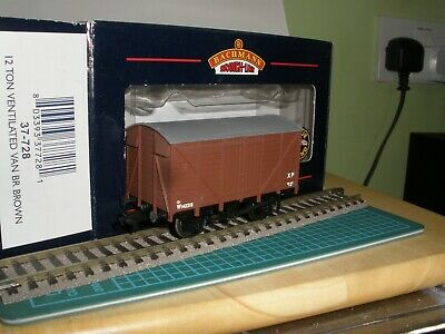BACHMANN 37728 BR 12t VENTILATED VAN  BROWN No. W 142218 USED VGC  BOXED   • 4.73€