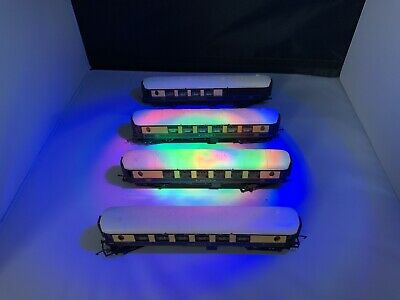 A Full Set Of Four OO Gauge Pullman Coaches • 44.74€