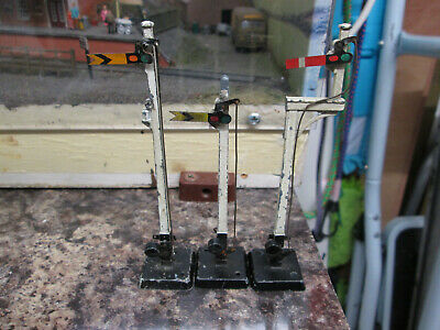 Hornby Dublo Three Signals One Home And Two Distant. • 11.32€