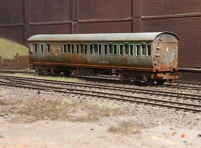 OO Gauge Abandoned Surburban Coach, Heavily Rusted And Weathered. Ref 9 • 22.72€